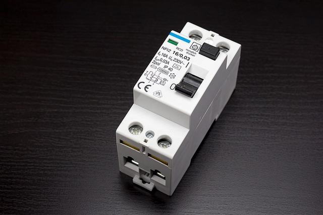 טיפול בתקלות חשמל בבית