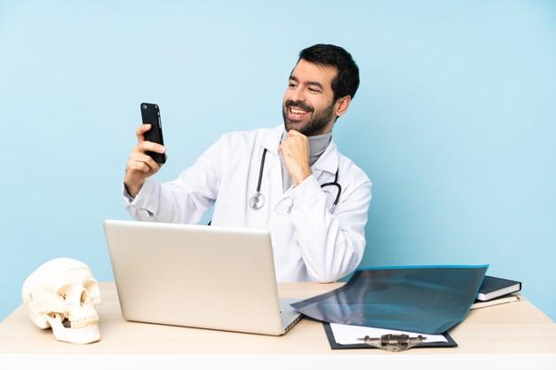 רפואה פרטית או ציבורית? איך בוחרים אורתופד מומחה מנתח?